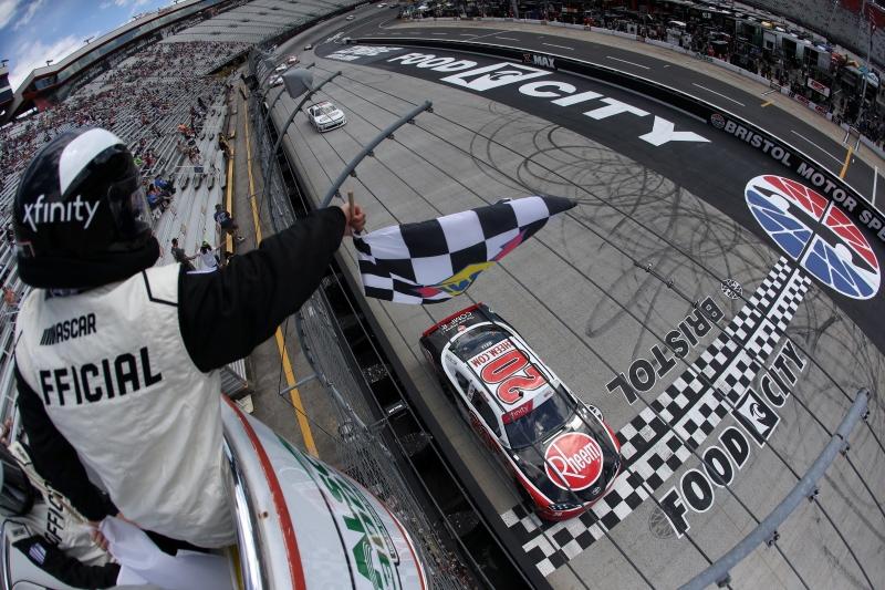 775324699CG00043_NASCAR_Xfi