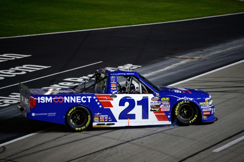775174075RB00003_NASCAR_Cam