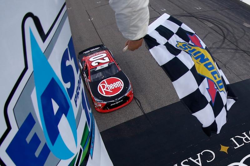 775193453JC00059_NASCAR_Xfi