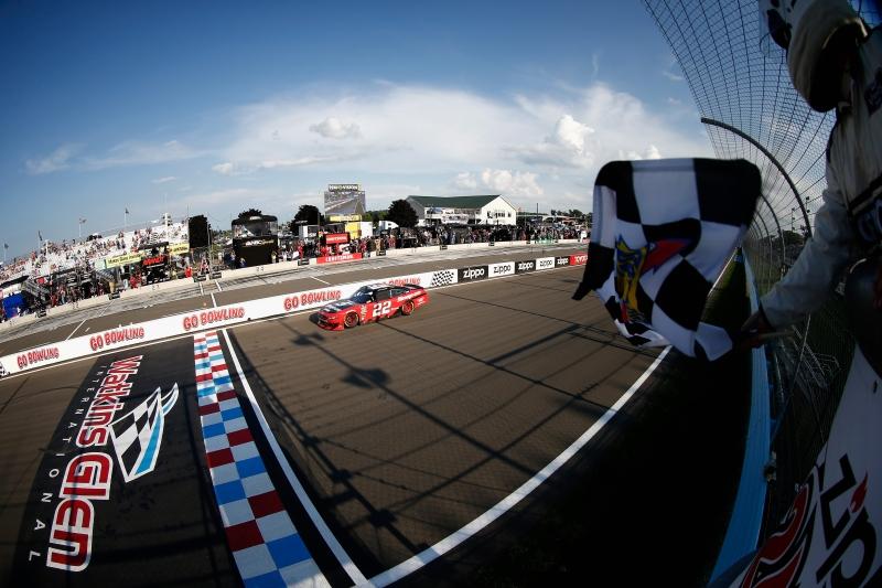 775204153SC00135_NASCAR_Xfi