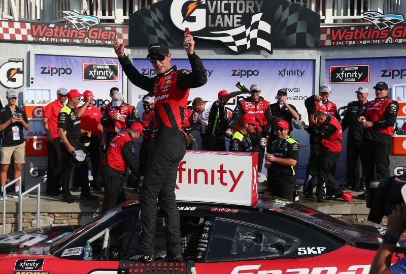 775204153SC00131_NASCAR_Xfi