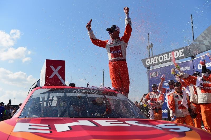 775183648JC00067_NASCAR_Xfi